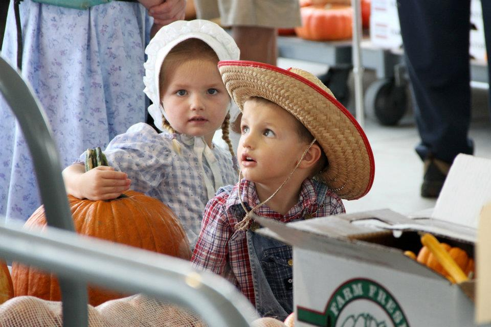 Two Mennonite children at the auction